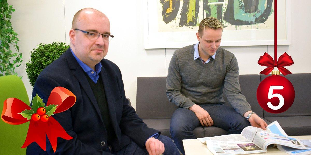 #HELYnteri luukku 5: Keitä ELY-miehiä kuvassa näkyy?   A) Team Finland –koordinaattorit Tuomo Kauha ja Matti Nykänen B) Kanta- ja Päijät-Hämeen mediaseuranta-asiantuntijat C) Kasvintarkastajat muovikasvien tarkastuskäynnillä https://t.co/7ByV5Rlde9