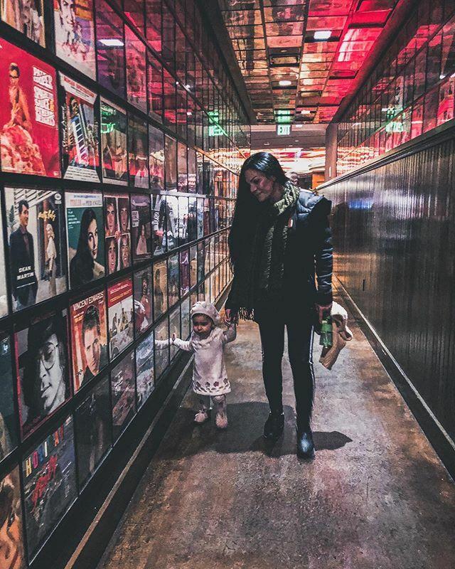 W C Wednesday .. #myqueens .. ........#womancrushwednesday #cosmopolitanlasvegas #burnerfam #brnrfam #burners #lasvegas #wednesdaymotivation #myqueen #downtown #downtown #photography #photogrid #photographie #secretpizza https://ift.tt/2DOGDV2