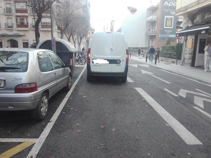 carril bici carga y descarga