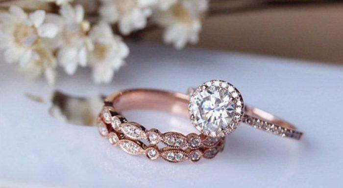 Mira  👌👌💍 Anillos de Boda Oro Rosa #boda #anillosdeboda #amor https://anillosdebodaweb.com/oro-rosa/ ↔↔💖💖💖💍 ¿Quieres lucir una pieza única y elegante el día de tu boda? ¿Deseas romper la tradición de usar  ..