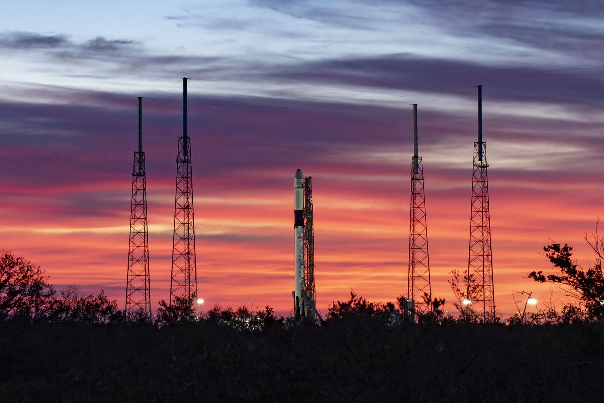 Falcon 9 launch of Dragon targeted for 12:29 p.m. EST, 17:29 UTC. Winds are looking better ahead of today's attempt → spacex.com/webcast