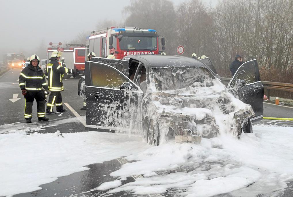 Nahe #Metelen brannte am Morgen ein Fahrzeug gänzlich aus. Der Fahrer konnte sich retten. Foto: Martin Fahlbusch https://link.wn.de/4f8pic.twitter.com/FXKOs3T2wF