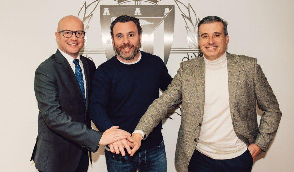 👏🏻😃💜 Sergio González amplía su contrato hasta 2022 ¡Enhorabuena, míster! 👉🏻 rvcf.info/2LqYyoO #pucela #RealValladolid