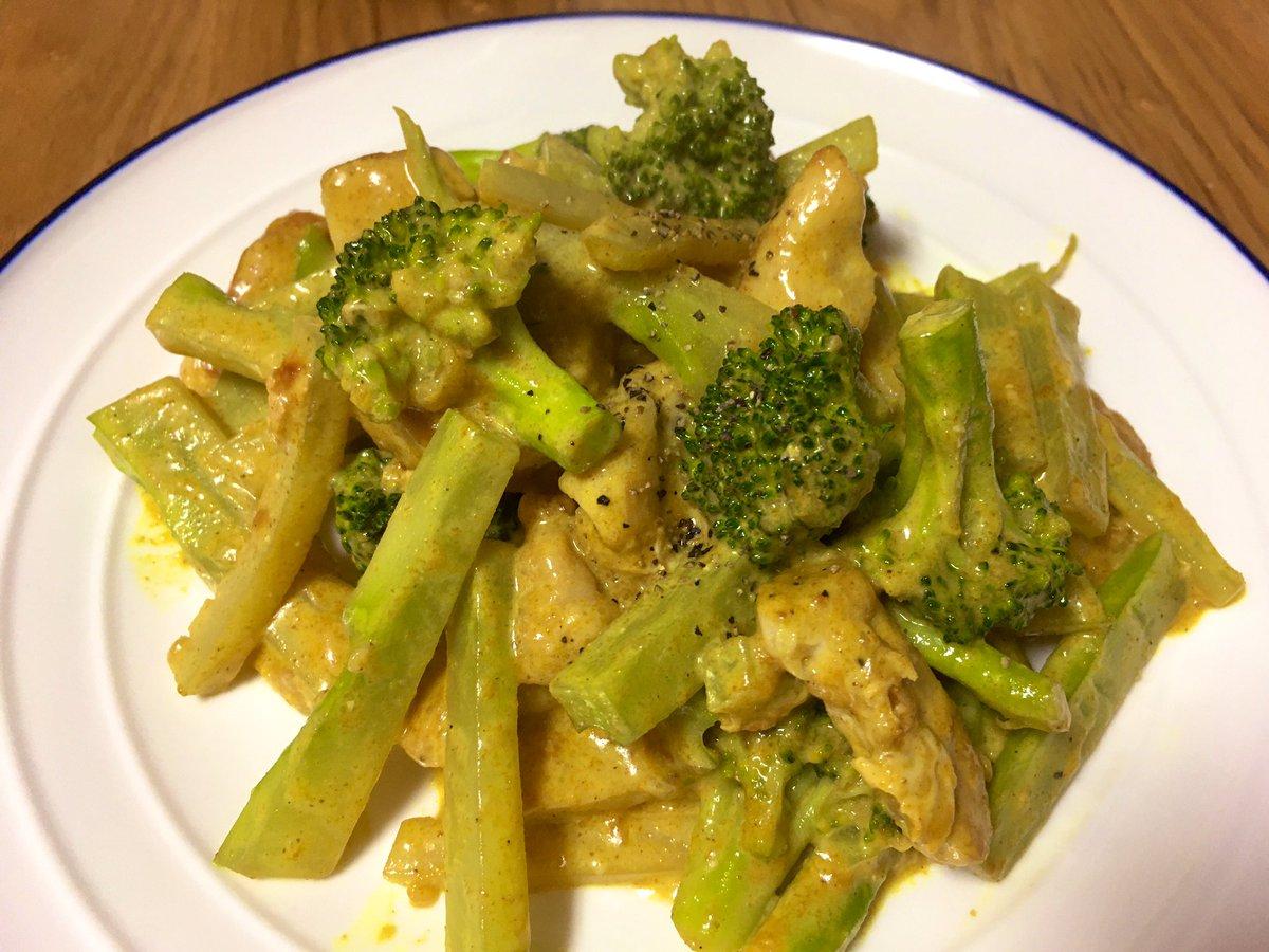 今日は「ブロッコリーと鶏胸肉のカレーマヨ炒め」茎まで柔らかく食べれます。スープご飯作ろうとしたけど色々足りなかった😅それからクックパッドたん、ご配慮ありがとう🙏 #ククれぽ
