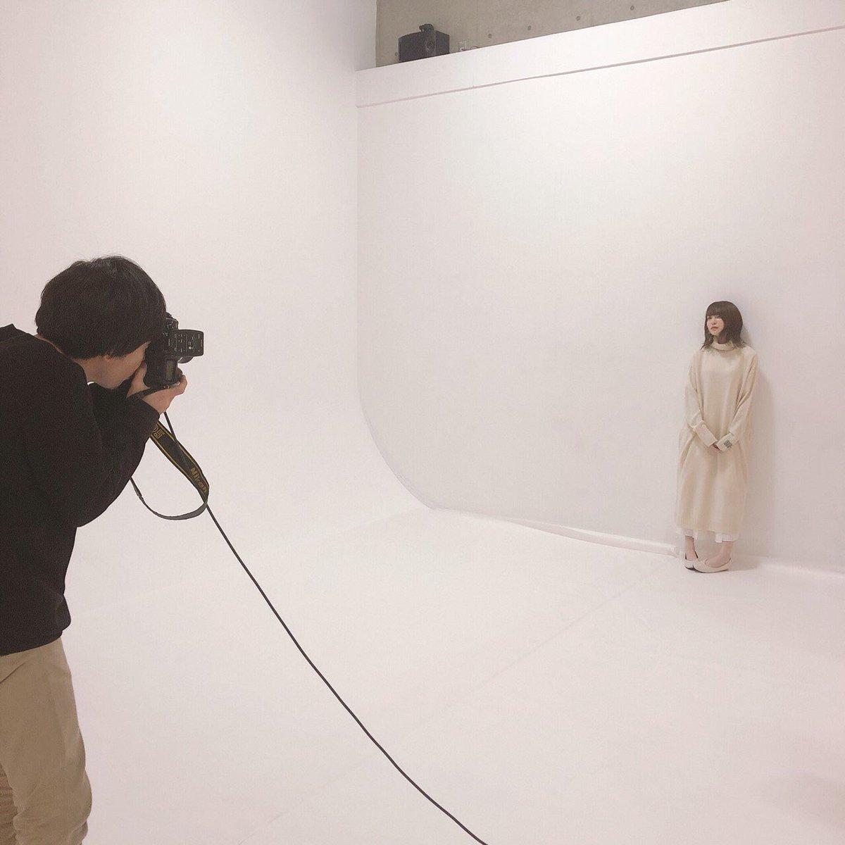 先日公開いたしました新アーティスト写真の撮影風景をお届けします。#上田麗奈 #Empathy