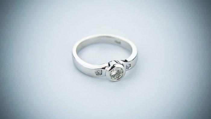 De  : ➡➡💍 Anillos de boda: Modelos #boda #anillosdeboda #amor https://anillosdebodaweb.com/modelos/ 👈👈👈💖💖💖💍 Toda pareja que decide unir sus vidas en matrimonio pasa por la elección de modelos de anillos de ..