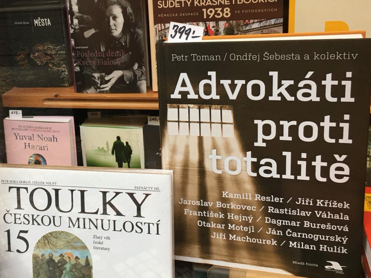 test Twitter Media - Chtěli byste mít v knihovně naši novinku Advokáti proti totalitě? Žádný problém, jen 150 kroků od sídla @CAK_cz, ve Spálené 53 je knihkupectví, kde si knížku můžete koupit a třeba hned v tramvaji se do ní začíst. Pro vyznavače online nákupů je v e-shopu.https://t.co/wcJPgH8vx1 https://t.co/nd0DcSEAuC