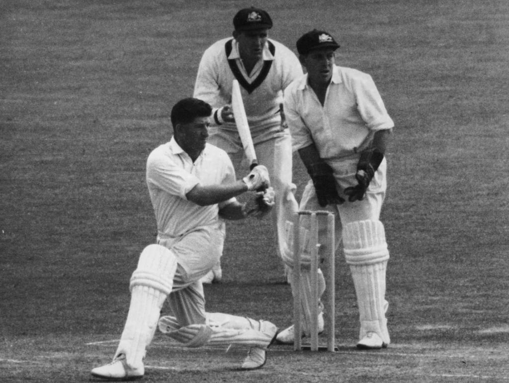 #OnThisDay in 1964 Ken Barrington became the first man to score hundreds against the six different Test-playing countries at the time 👏