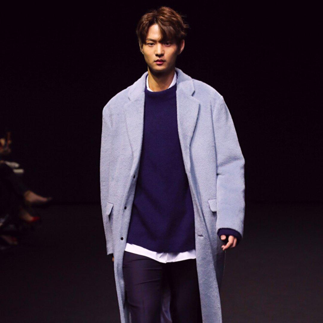 Winter 2019 ❣ More looks at  🇰🇷  . . ©️ Seoul Fashion Week . . #adventure #adventurekorea #travellife #amazingtrips #f4f #getaway #korea #korean #traveler #travelblog #manilaxseoul #seoul #traveladdict #trip  #wanderlust #vacation #southkorea #ootd