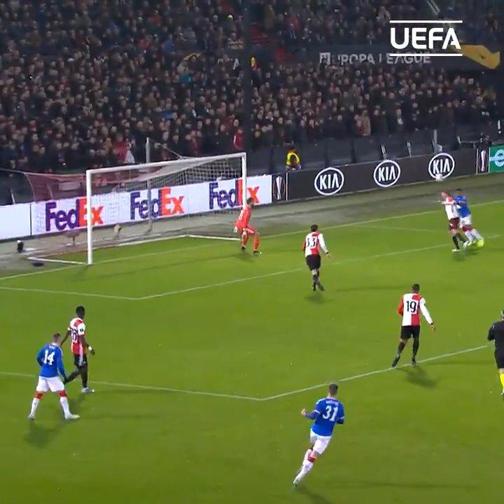 Alfredo Morelos at the double! ⚽️⚽️  #UEL | #MondayMotivaton https://t.co/WzxnW1rG0y