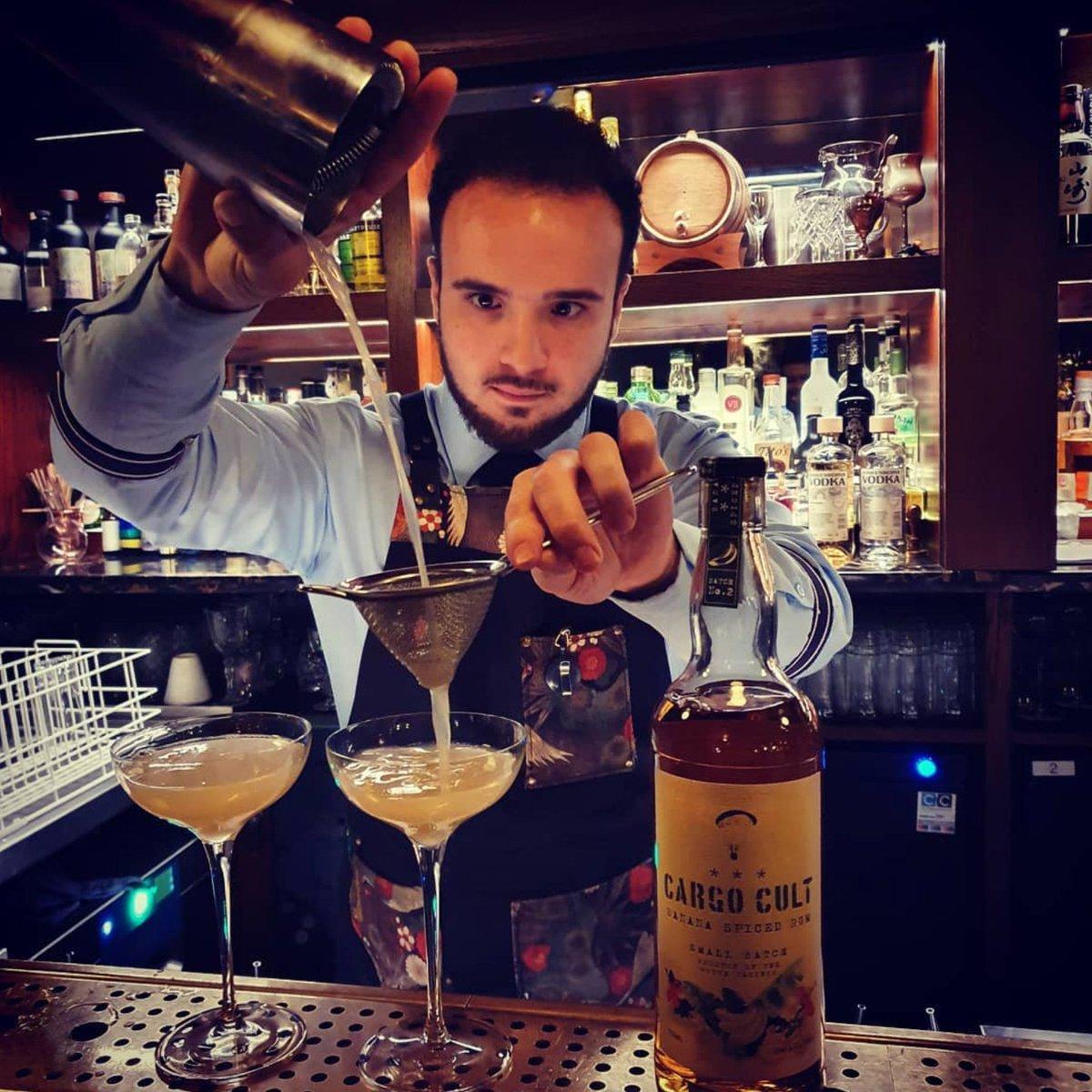 @vintryandmercer boys getting Mixological! Cargo Cult Spiced Rum banana Daiquiris all around! @mario_indiebrands  #repost #tribeofindie #mixolology #vintryandmercer #cocktails #gobananas #banana #bananarum #spicedrum #infused #southpacific #goape #southpacific #craft #rum