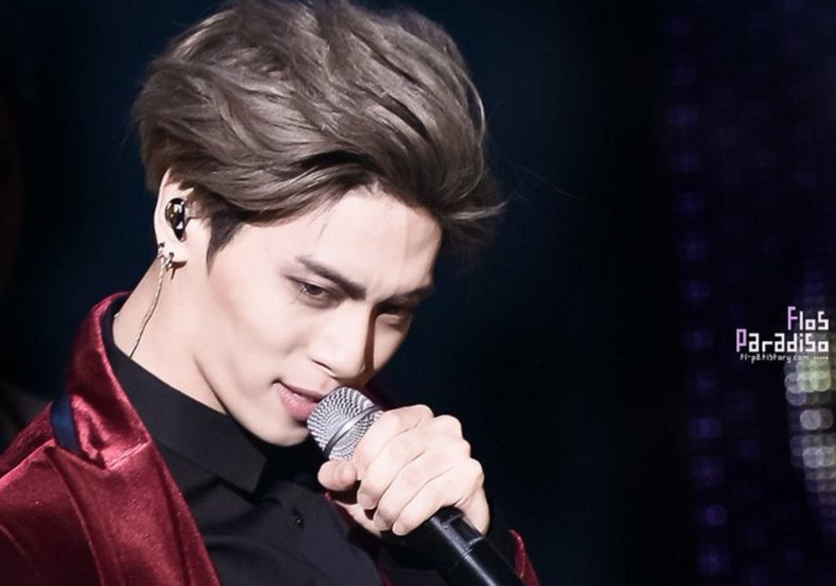 """Jonghyun: """"For my situation, when I am watching a movie, I get a lot of inspiration. As I watch videos. Or books... Even though I get inspiration when I read, I get more inspiration from watching videos or looking at drawings."""" (Blue Night, December 2014) cr: cosmicsticks <br>http://pic.twitter.com/8GyPXs5ckS"""