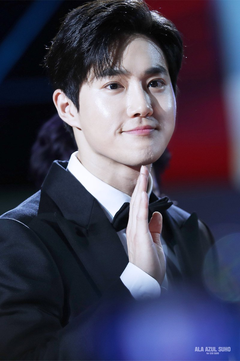Which one is your favorite? Red is also very beautiful, but I really like black, he really like Prince Eric  #IFFAMxSUHO #IFFAMx김준면 #IFFAM2019xSUHO #IFFAM2019x김준면<br>http://pic.twitter.com/IbyHrashut