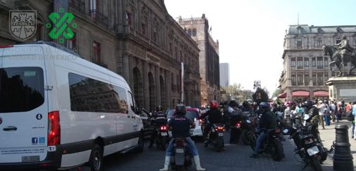 12:48 #PrecauciónVial afectada la circulación de Tacuba a la altura de Xicotencatl, por manifestantes. #AlternativaVial Rep. de Cuba.