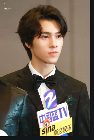 he is hendery, rapper in the group wayv. he is also called prince eric and is VERY handsome he also is a very good rapper <br>http://pic.twitter.com/JfGfhVIvL1