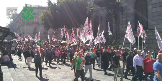 12:54 #PrecauciónVial manifestantes de Tacuba inician marcha por Xicotencatl rumbo al Congreso de la Ciudad de México. #AlternativaVial Eje Central y Palma Norte.