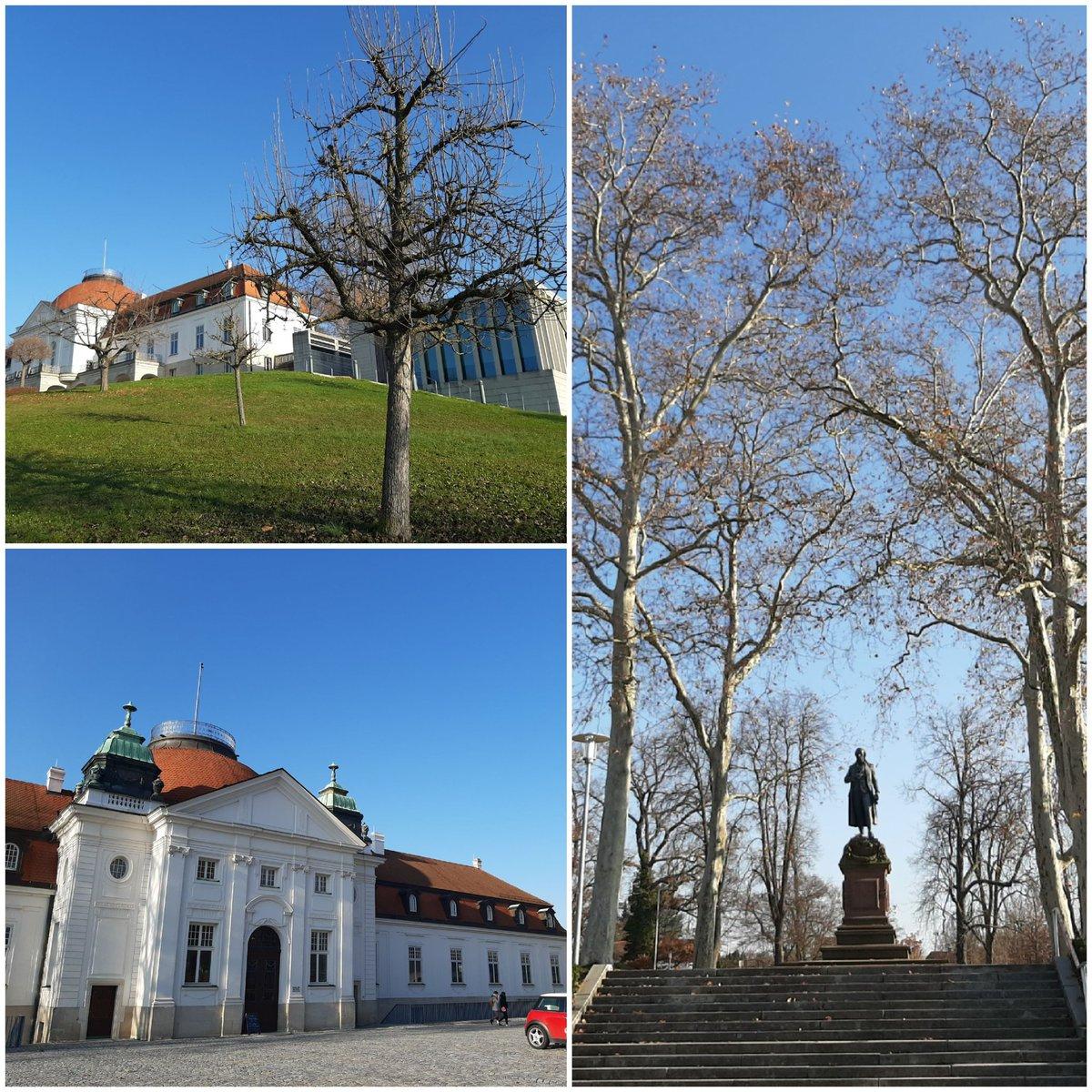 Schillerhöhe #MarbachamNeckar mit Schiller-Nationalmuseum und LiMo = Literaturmuseum der Modernen ... heute mit diesem strahlend blauen Himmel an den ich mich jetzt echt gewöhnt habe pic.twitter.com/E9fQJDScMn
