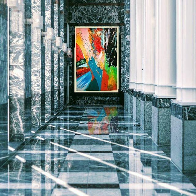 Contemporary in a classic setting.    #abstractart #britishart #instaart #artistsoninstagram #new_and_abstract #interiordecor #abstractsonfire #abstractartist #abstractonly #abstract.mag #abstractorg #abstractpainting #artforinter…