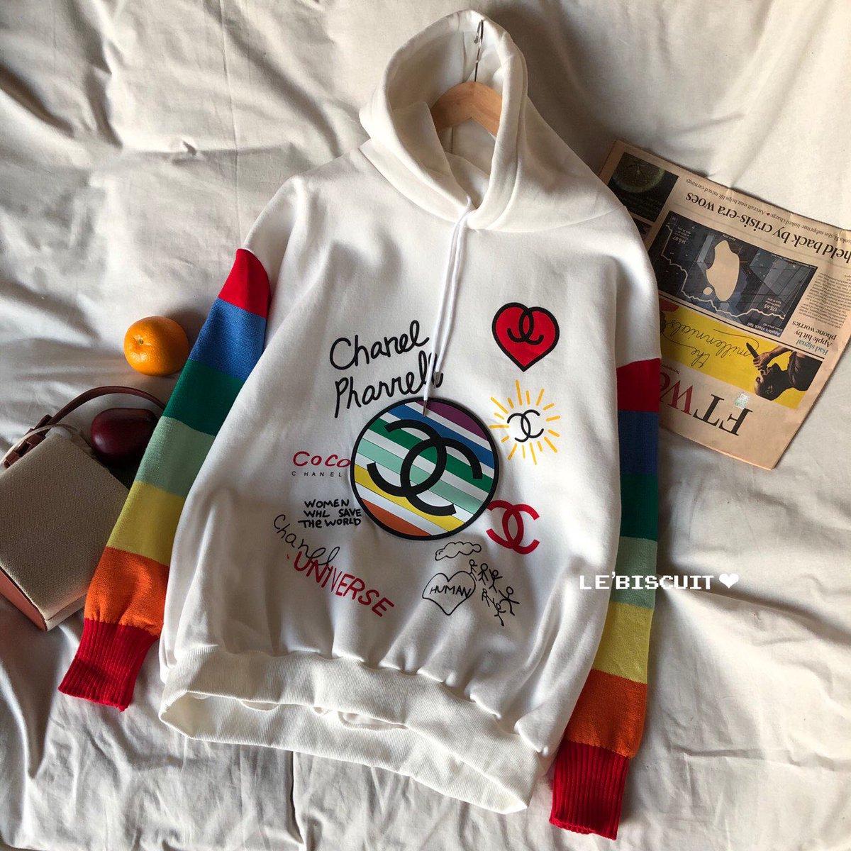 "#fynfashion  #ChanelPharrell  🇰🇷 #เสื้อHoodieทรงoversize  จากแบรนด์ดัง ลาย Chanel Pharrell ผ้า Sweater  ❤️ งานนำเข้า ❤️ Freesize อก : 52"" ยาว : 28"" รอบแขน 14-26"" ❤️ ราคา 560 บาท https://t.co/oZlkIPBLoD"