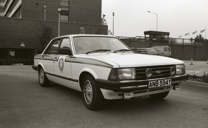 #ThrowbackThursday | Back in 1983  One of Greater Manchester Police's fleet of vehicles sits outside Chester House, the Force's former headquarters in #Stretford, in 1983.  View our #GMPGallery history images here: https://crowd.in/Df8574