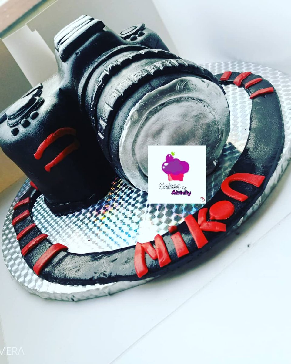 Throwback Thursday Made this camera cake sometimes in March No body ordered for it,was just testing my crafting skills😂 please RETWEET, someone might want this as their birthday cake👏🏿👏🏿👏🏿 #ThursdayMotivation #InternationalVolunteerDay #volunteer4inclusion