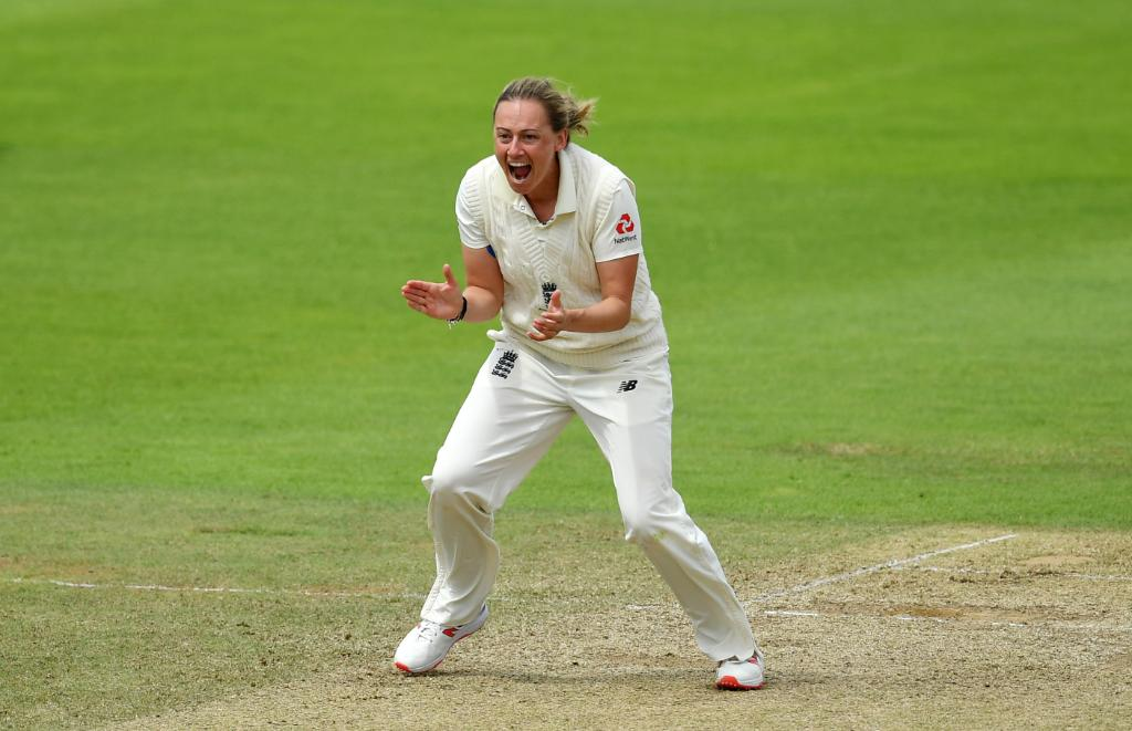 Happy birthday to England's Laura Marsh 🎉