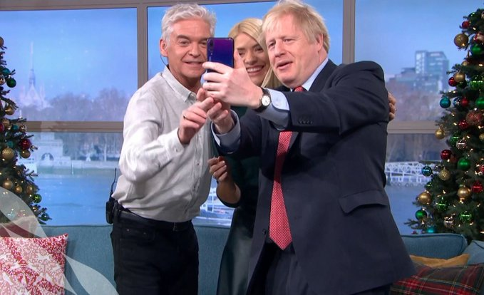 Isn't it strange that Johnson was able to find time in his busy schedule to be interviewed by Phil and Holly on #ThisMorning, but still not able to find time for an interview with @afneil?   Can think why that might be...🤔