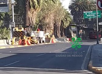 10:23 #PrecauciónVial por obras encontrará afectada la circulación en Av. #Insurgentes a la altura de la estación del Metrobús San Simón con dirección al Norte. #AlternativaVial Circuito Interior y Eje Central.