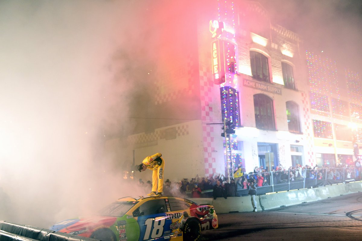 Burnouts on Broadway Champions Style  <br>http://pic.twitter.com/xbtosclU0O