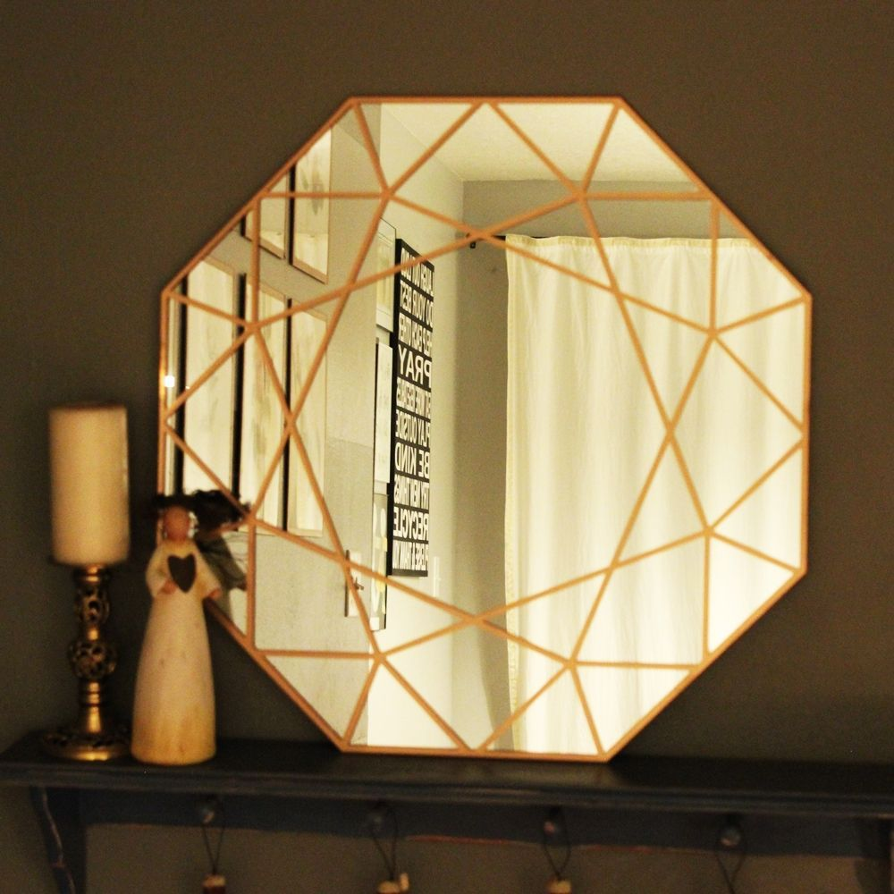 This #DIY mirror has loads of style you can make yourself. Learn how in this article. #crafting