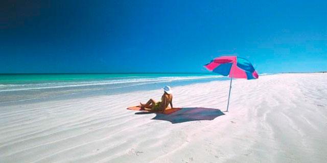 Famous #beaches of the world: Cable Beach, Western Australia #beautiful #beach #travel #australia #westernaustralia #vacation #waves #waves #trip   👍 🌅 ☀