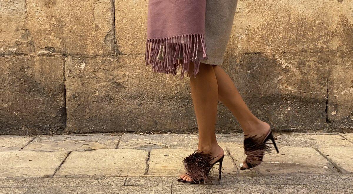 Sabes que te encantan , y las miradas no se apartan de ti ... feel the Blondish style ....#nycstreetstyle #preorder #popupshop #nycinfluencers #theblondishdressing #parisstreetstyle #russianstyle #londonstretwear #cosmopolitanlasvegas #influencer #handcraftedshoes