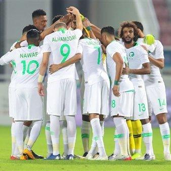 الحكم يطلق صافرة انطلاق مباراة #السعودية وقطر في نصف نهائي #خليجي24