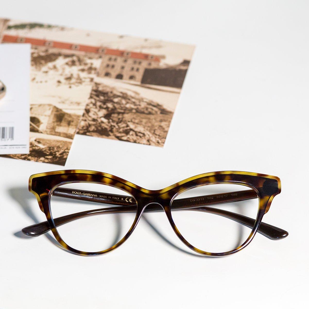 Dizem que se olhas para postais antigos com estes @dolcegabbana podes transportar-te até esse momento. 💭 #maisoptica #oteuolharestu #oculosgraduados #dolcegabbana #dolcegabbanaglasses #eyewear #oculos #Glasses #eyeglasses #moda #fashion