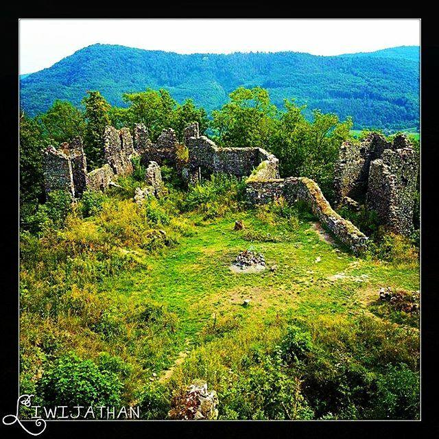 When ruins are calling for you... #hradsumburk #sumburk #krusnehory #czechrepublic #erzgebirge #tschechien #burgsumburk #hrad #burg #castle #ruins #hiking #amazing #beautiful #beautifulplaces #forest #nature #naturelover #hiketheworld #hikerslife #hikers…