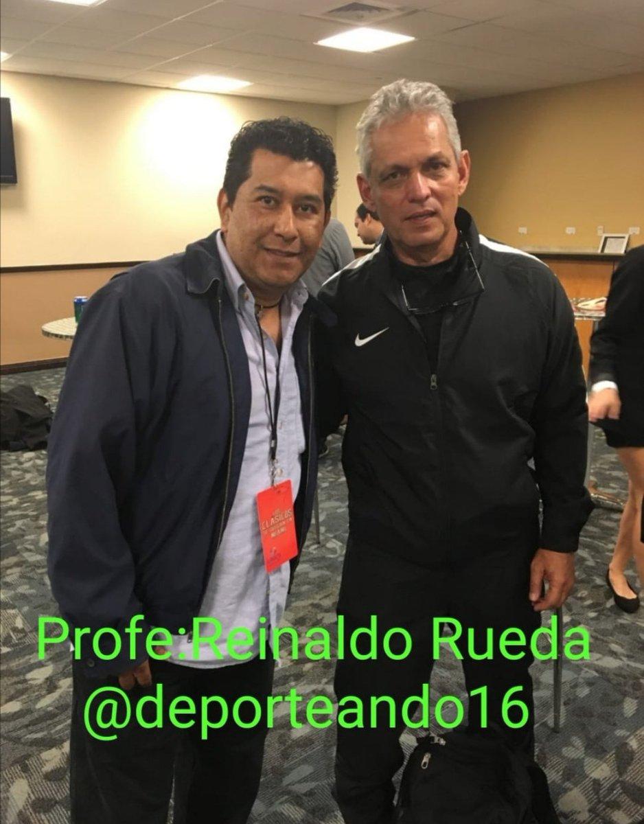 #Deporteando ⚽#TBT Con el profe Reinaldo Rueda, DT de Chile, nacido en Cali, Colombia y naturalizado Hondureño, dirigio a catrachos y colombianos entre otros