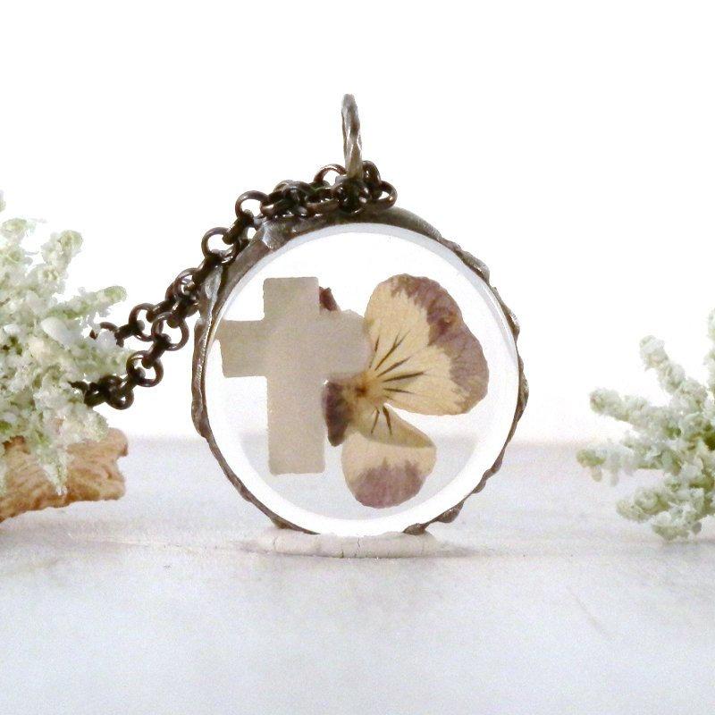 Pansy cross necklace, glass terrarium, real flower pendant, christian gift, flower cross, spiritual necklace, pressed wildflower, for her  #beach #bohochic #terrarium #gypsy #boho #handmade #woodland #GiftsOfFaith