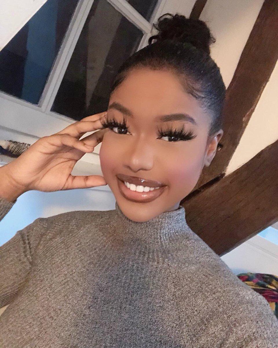 Modèle Nessy il ne reste plus qu'un modèle en stock 💕💎 #lashes #fauxcils #eyelashes #frenchmakeup #MakeupAddict #makeup #makeuplover