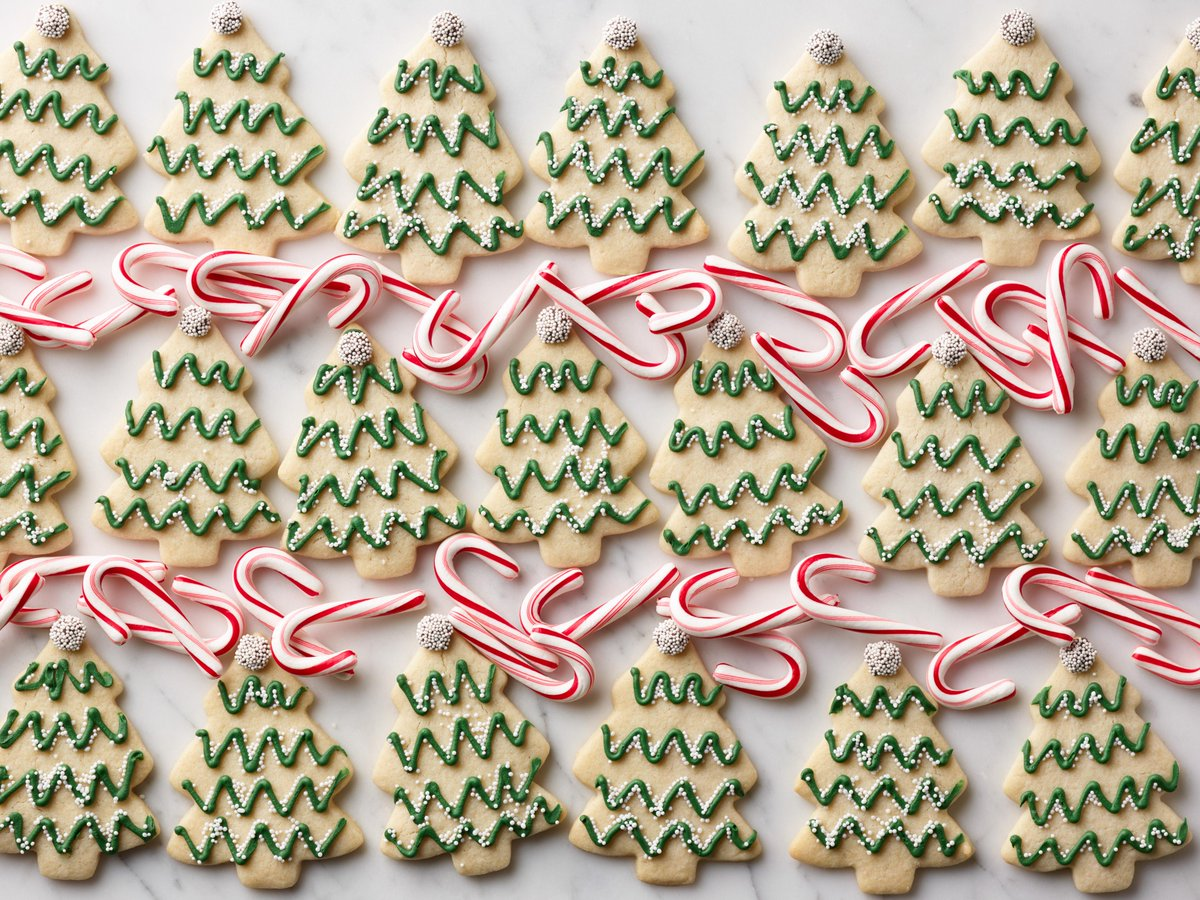 Recipe of the Day: Minty Christmas Tree Cutout Cookies   Save the recipe on your #FoodNetworkKitchen app today:  https:// food-network.app.link/ohcb1HpW51     !<br>http://pic.twitter.com/cxkFDoXfU5