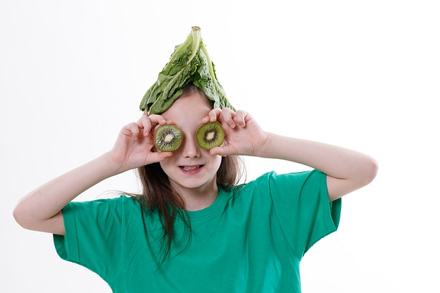 A tip to help the kids to try #healthy eating: Let them help cook.