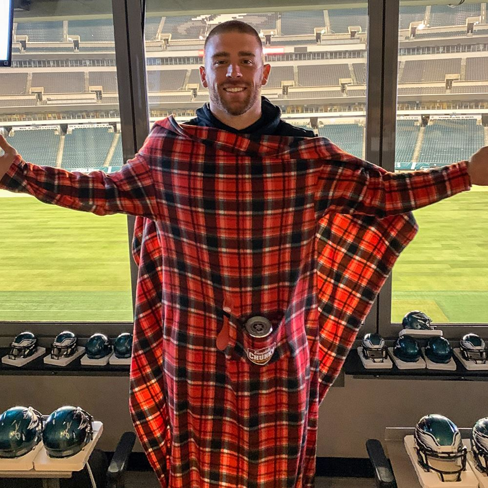 Staying warm in style thanks to my @CampbellsChunky sleevie blanket w/ soup pocket 😂 Available for one more day, grab yours and send me a pic! #ChampionsOfChunky chunkysoupswag.com/collections/all