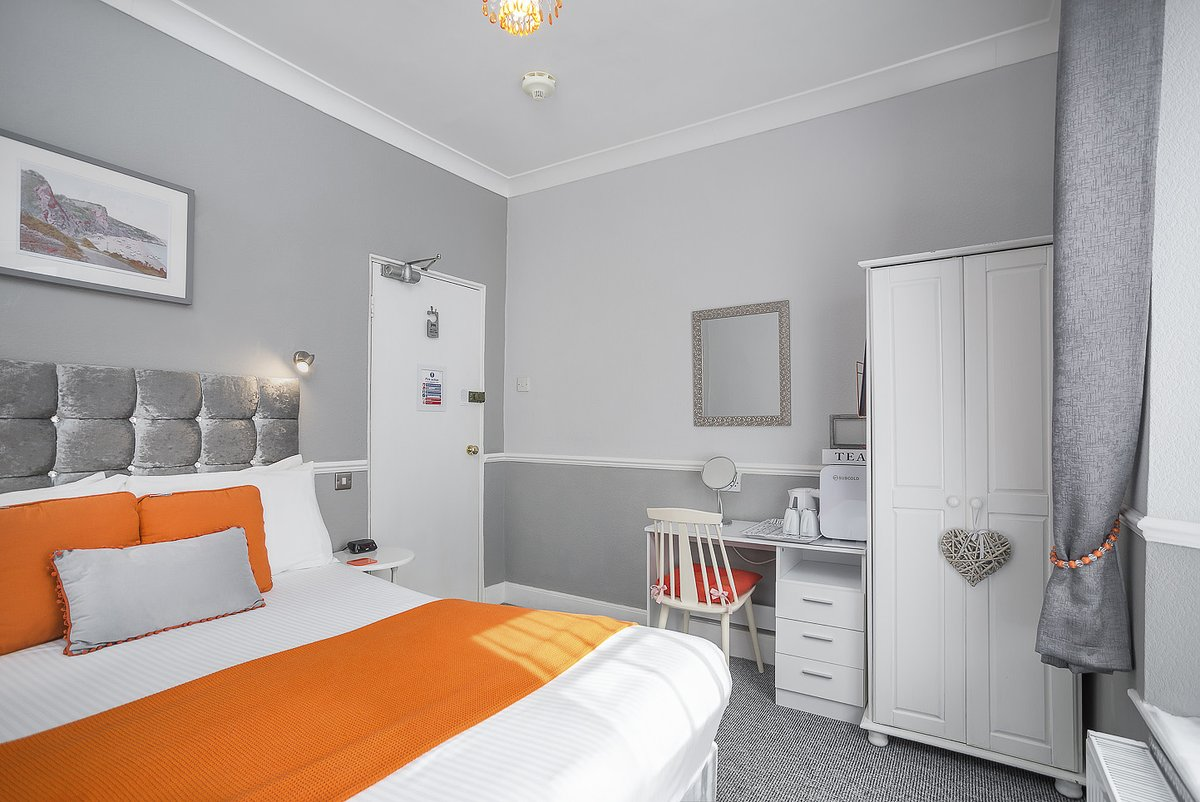 MARINERS B&B - TORQUAY :BOOK DIRECT & receive the lowest rates:  - 6 en suite rooms, located in the heart of the English Riviera🌴- (Only a 6 min walk from the #Beach🏖️)   #Holiday #Travel #Family #Devon #ThursdayThought