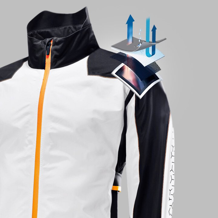 GORE-TEX® membrane contains over 1.4 billion microscopic pores per square cm. These pores are 20,000 times smaller than a water droplet, but 700 times larger than a water vapour molecule, which makes GORE-TEX® membrane completely waterproof from the outside! @galvingreen