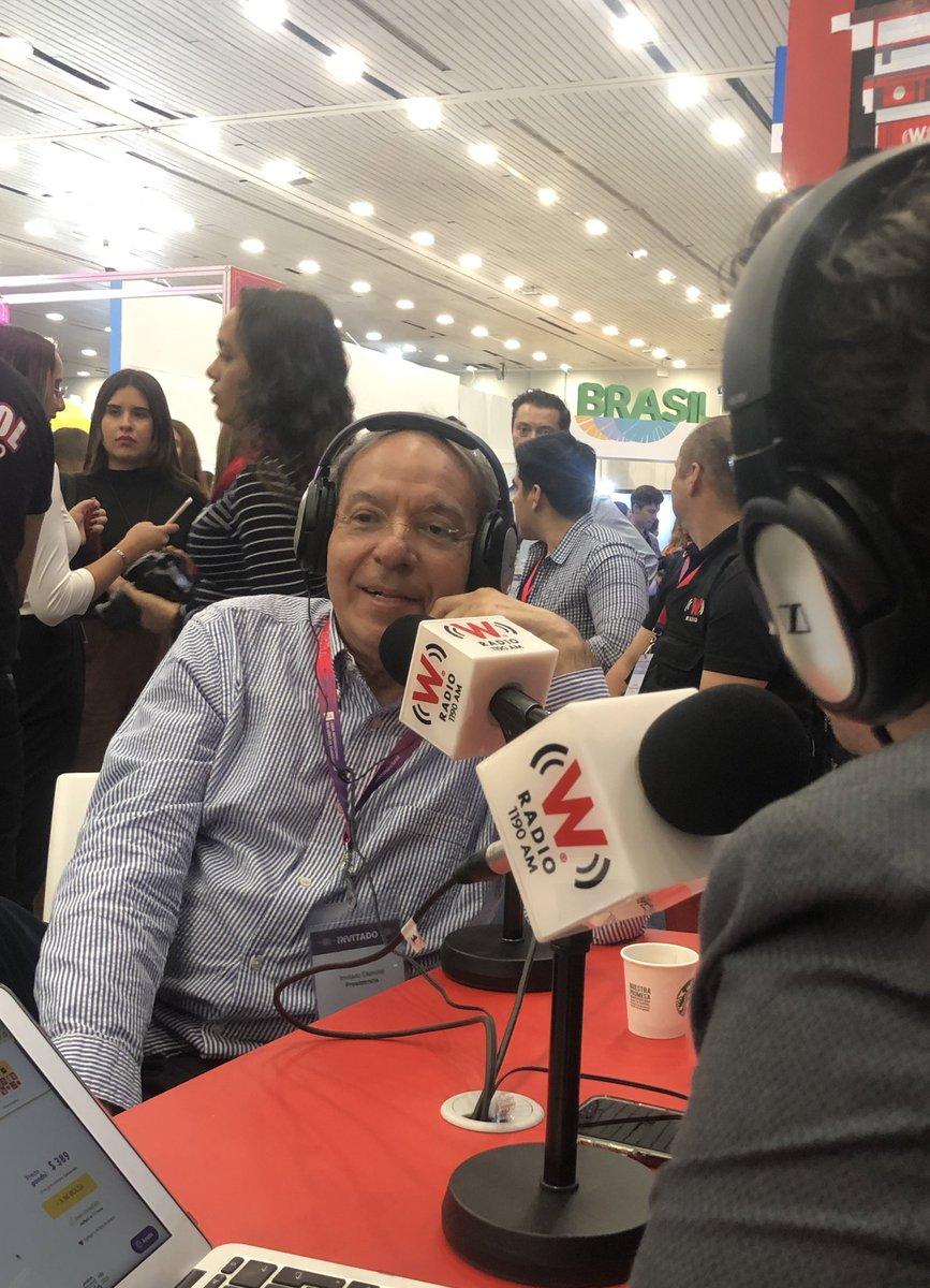 En la mesa de #AsíLasCosasConLoret el escritor @aguilarcamin @WRADIOMexico hablamos de #HistoriasConversadas.