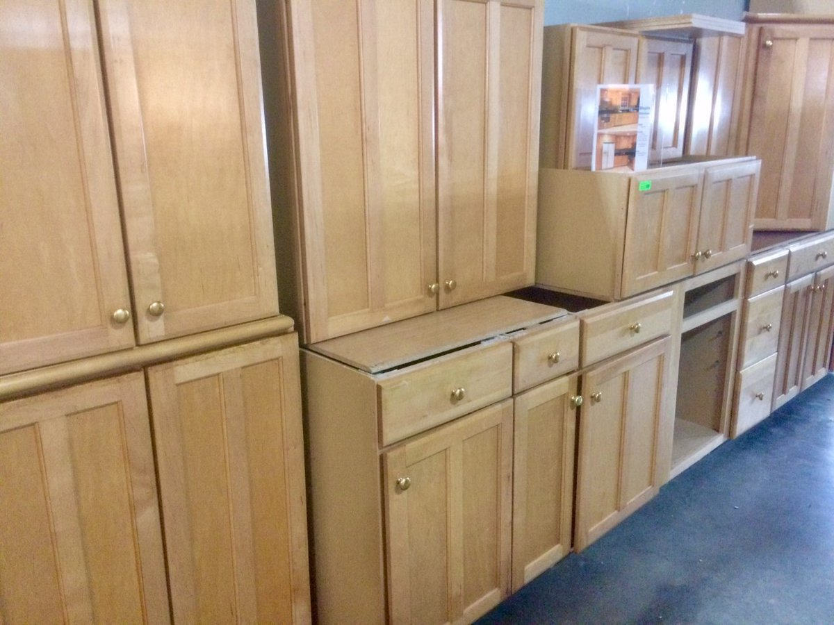 Boston Building Resources On Twitter Gently Used Maple Kitchen Cabinet Set For Sale At Bargain Price Participate In The Re Use Movment Buy Used See Details Here Https T Co Pq1qvalvly Thisjustin Bostoncarpenter Bostonkitchen Reuse