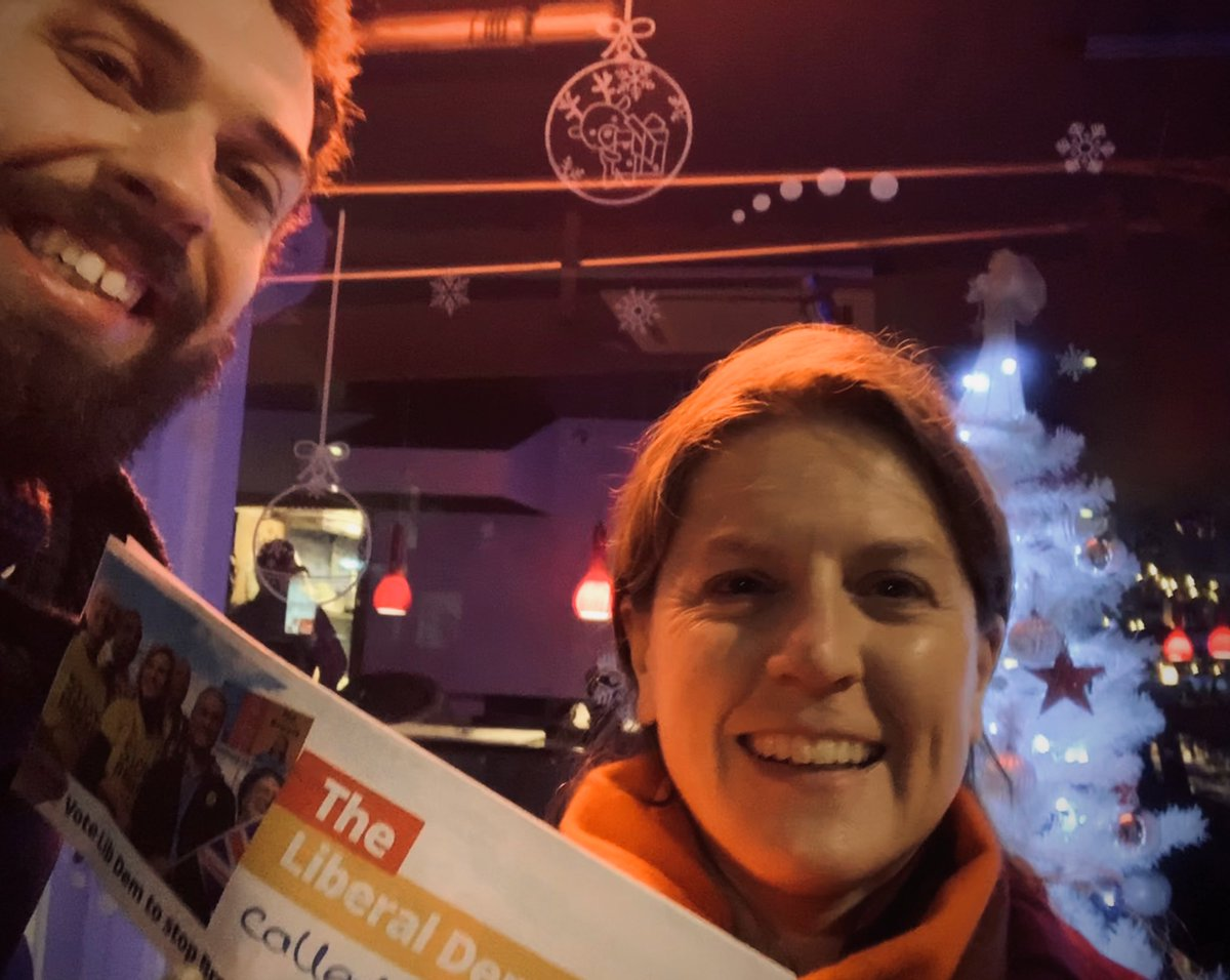 Festive lights and votes for @lucianaberger Finchley & Golders Green #VoteLibDem<br>http://pic.twitter.com/OzKqbNkVUr