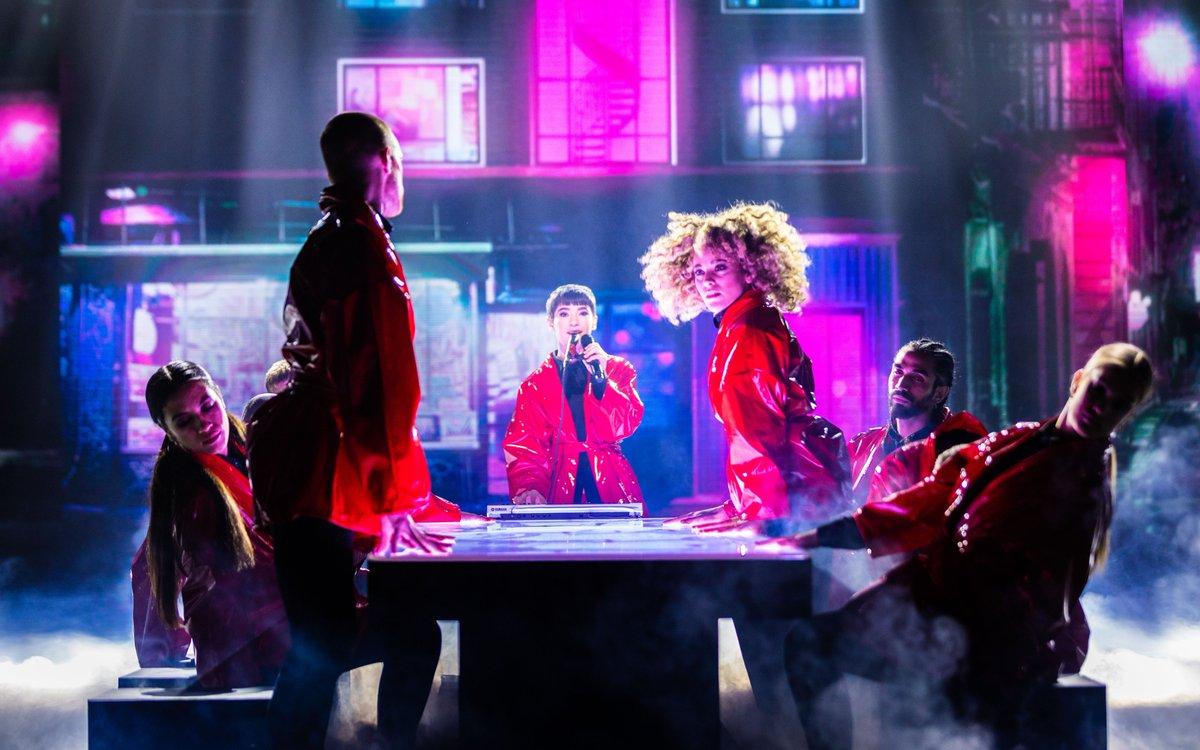 🎙️ La #semifinale di #XF13 continua con #SofiaTornambene e il suo outfit rosso fiammante⚡️  Sarà questa la sua vera #HumanNature?😍  #UnderDonne @sferaebbasta @XFactor_Italia https://t.co/8OIjikOkfB