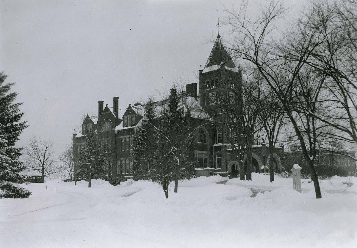 This weeks snow storm has us hearkening the past! Can you guess the year this photograph was snapped? Check out more photos from the past by using our online digital archives here: http://ow.ly/7BqZ50xrfRn #UNHLibrary #ThisIsUNH #tbt