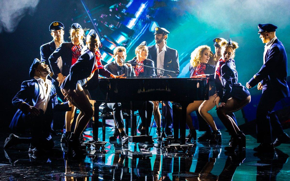 🎹 Quando sul palco dell'#XFactor Dome entra il #pianoforte, non può essere che lui. Ladies and gentlemen, #DavideRossi!💥  RTL 102.5 è la radio di @XFactor_Italia ❌ #XF13 #Toxic #UnderUomini https://t.co/ptsSFWXWfH