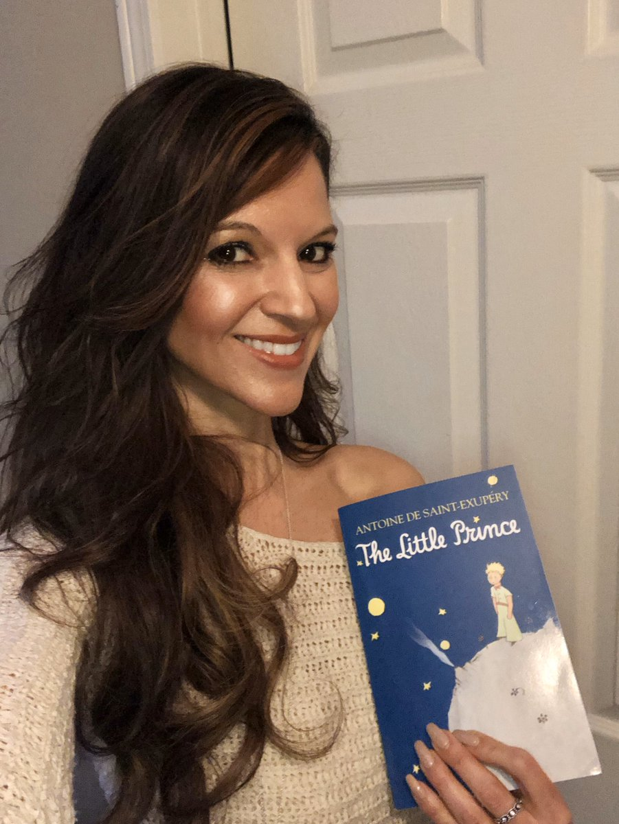 A good friend sent me this book #TheLittlePrince by Antoine De Saint-Exupery. I've heard it's one of the best books ever written! Can't wait to read it! #StarfishClub <br>http://pic.twitter.com/cT3zSFI2CS